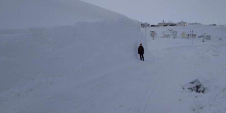 9 méteres hó magasodik egy izlandi faluban – 24.hu