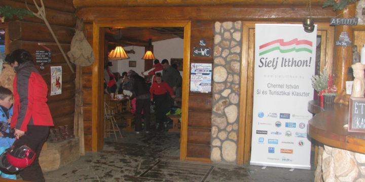 Friss hó a Mátrában: Két napra kinyit a Mátraszentistváni Sípark