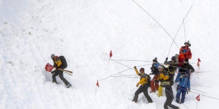 Könnyen okozhatnak lavinát a pályán kívüli síelők, snowboardosok – Híradó