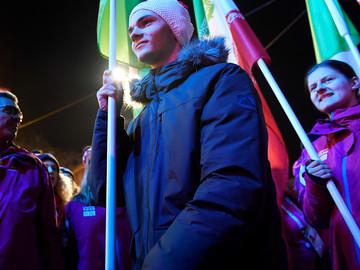 Molnár Flórián vihette a magyar zászlót a záróünnepségen