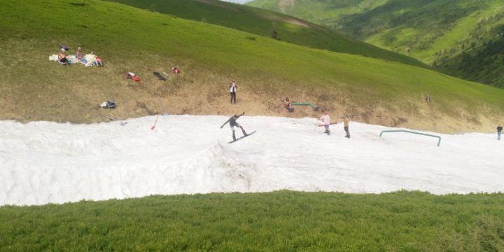 Nyár közepén a Kárpátokban még síelnek a turisták – Kárpátinfo.net